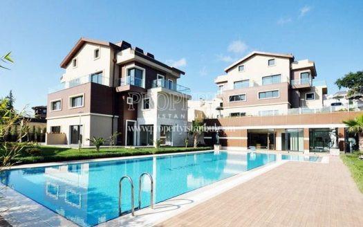 The outdoor swimming pool of Zeytindali Konaklari