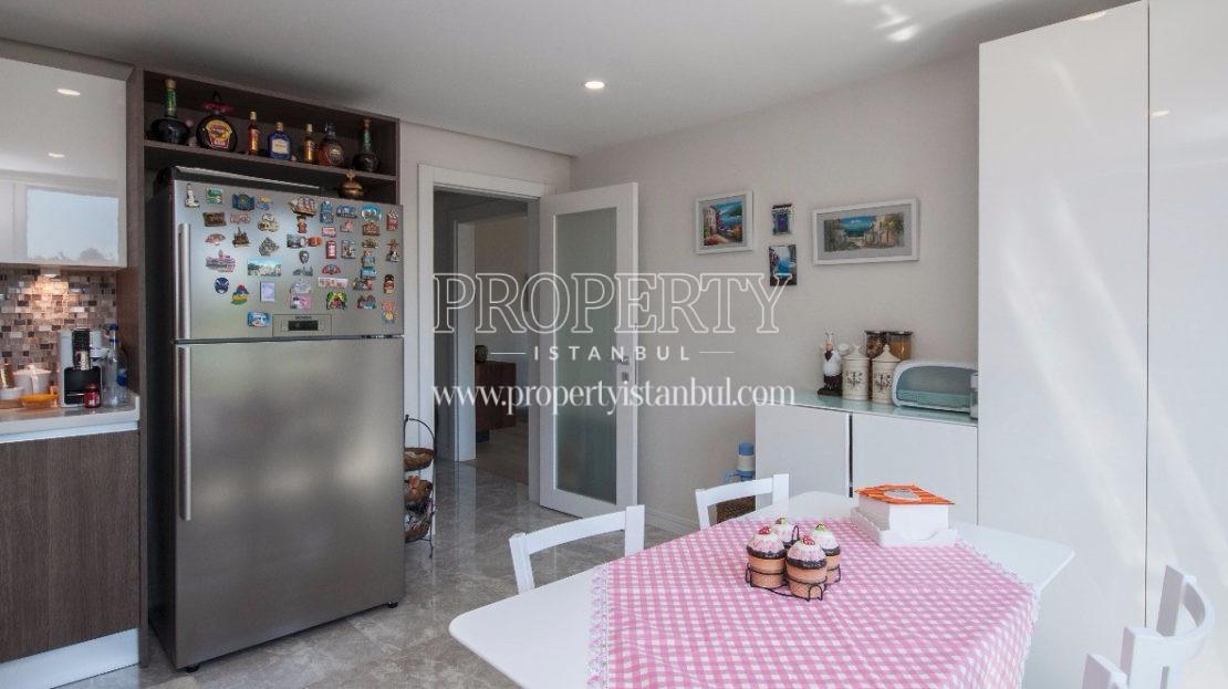 The kitchen in Maanaa Etiler