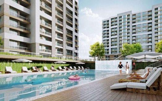 The outdoor swimming pool of Makyol Yasam Beylikduzu