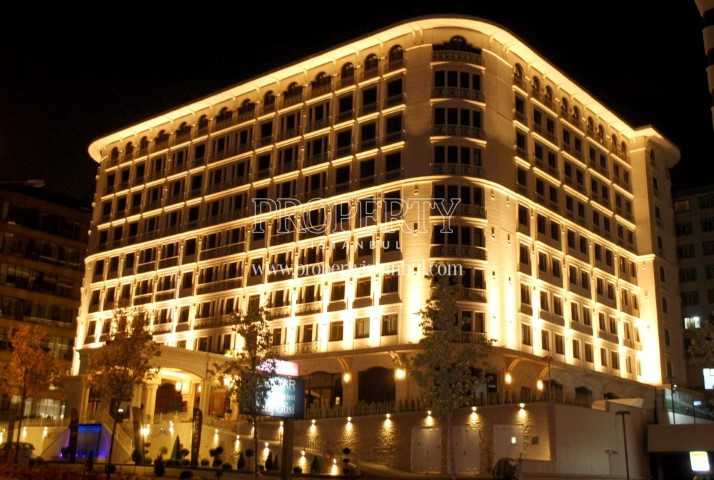 Elit Perla Palas building at night