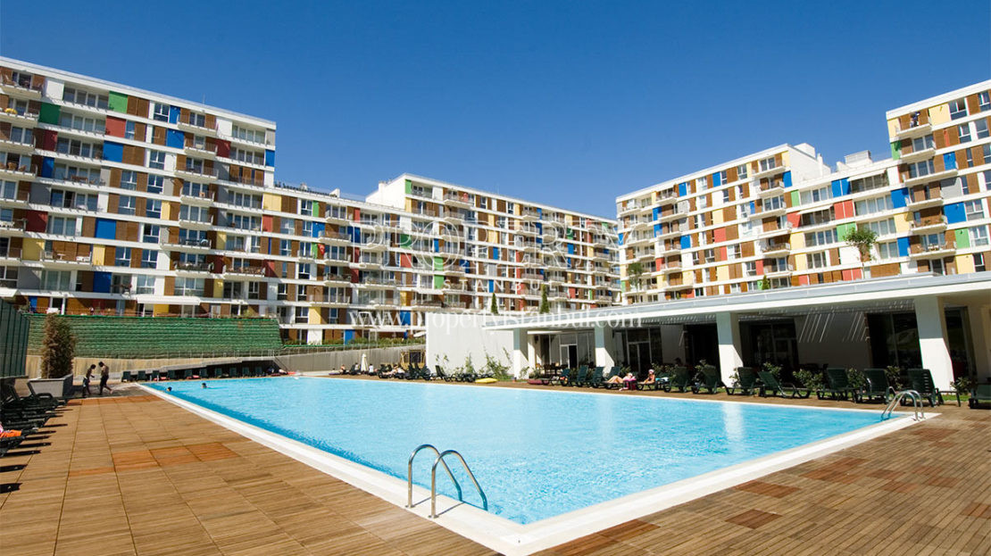 The outdoor swimming pool of Evidea blocks