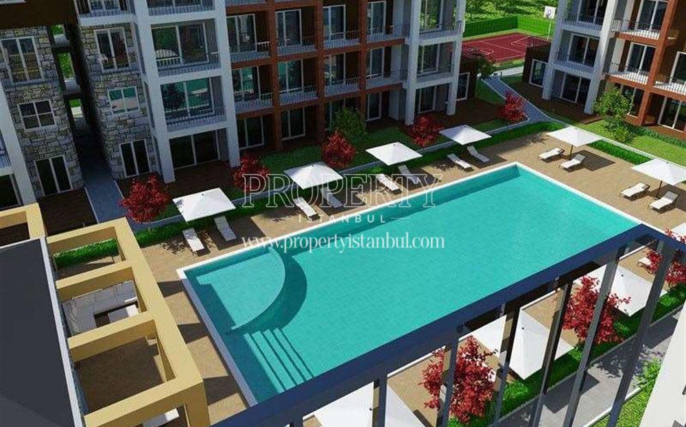 The swimming pool in Grand Slam Properties