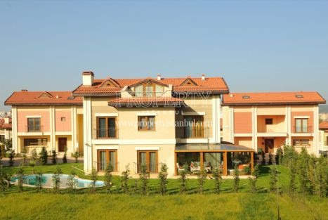Idealist Kent villa