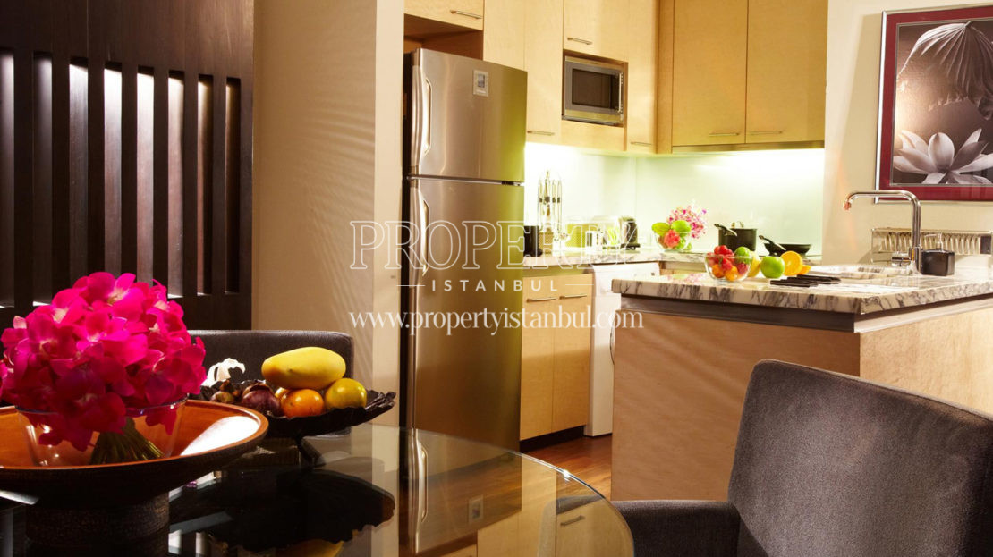 A kitchenin Kempinski Residence Astoria