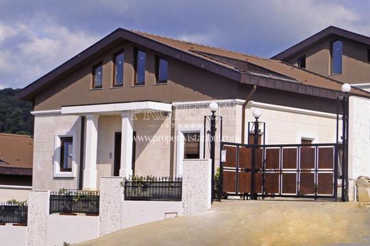 A single house in Neos Evleri complex