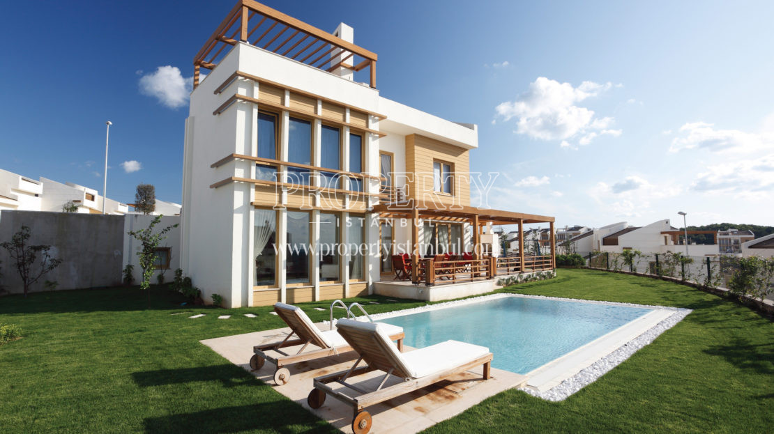 One of the villas with the swimming pool in Rumeli Konaklari compound