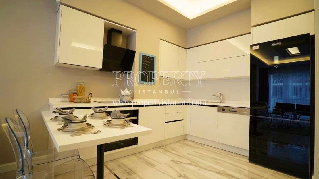 Small white kitchen in Brand Istanbul Park